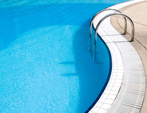 Chlorine in pools may trigger asthma in children the daily green for Dangers of chlorine in swimming pools